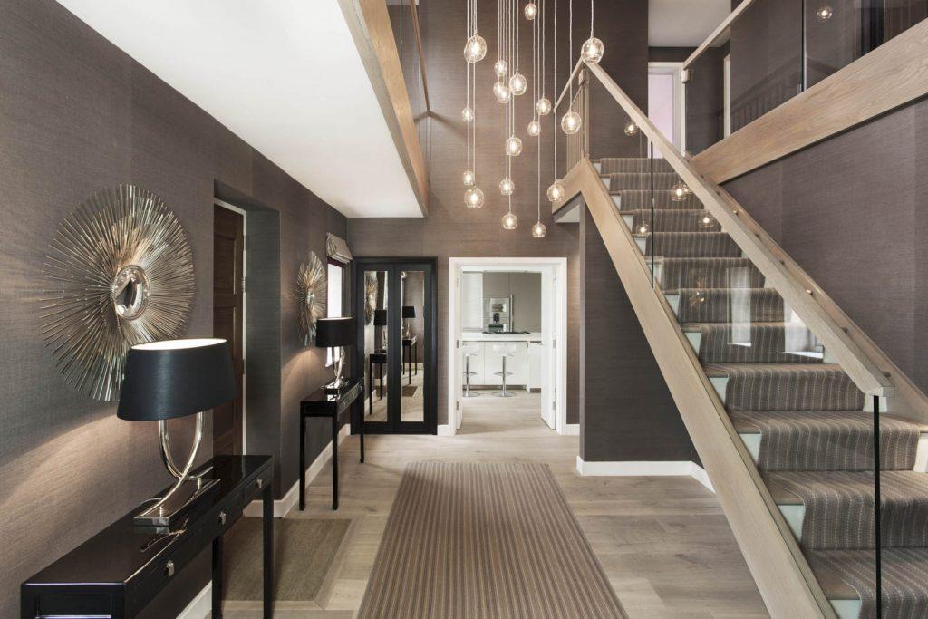 Дизайн прихожей с лестницей в стиле модерн