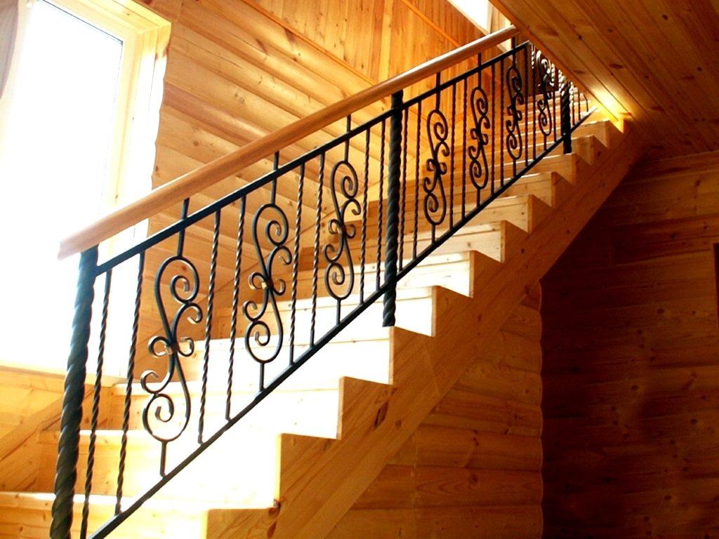 Лестница на дачу с коваными перилами