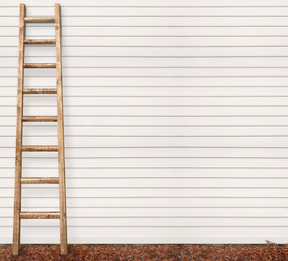 Приставная лестница из дерева