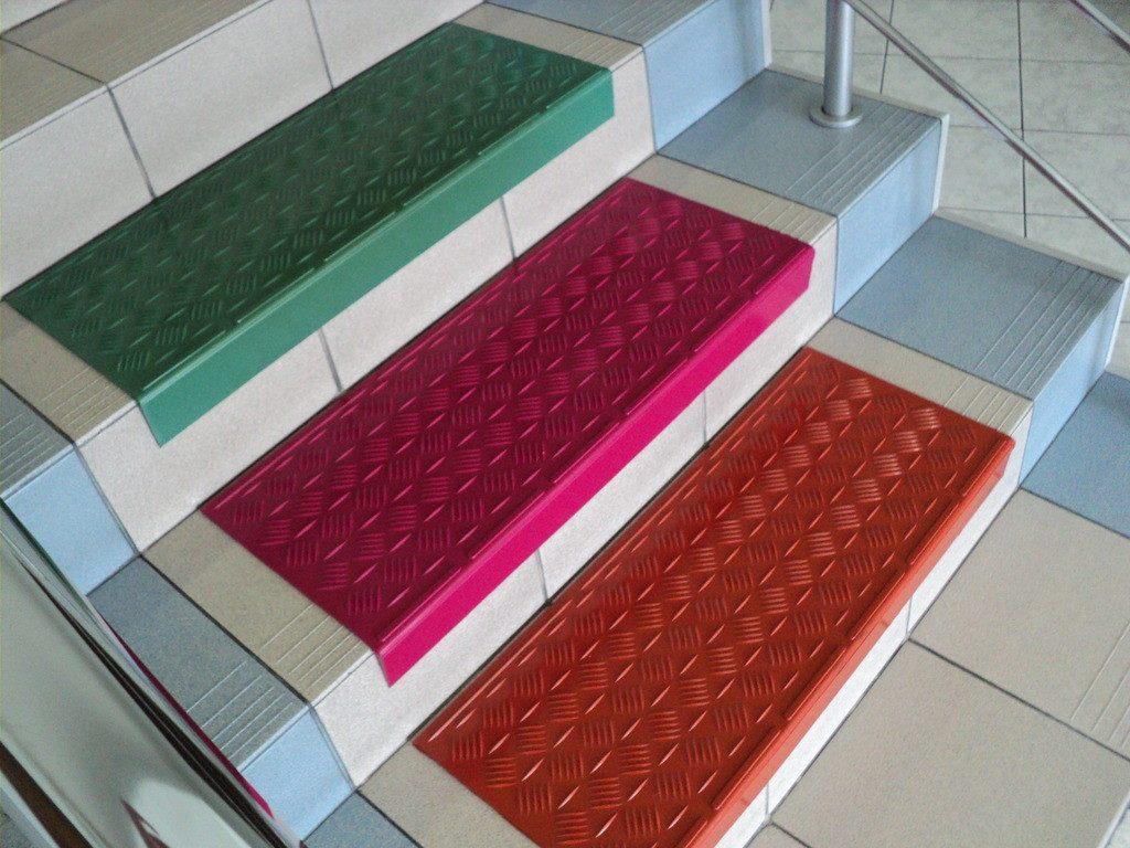 Резиновые накладки на ступени лестницы