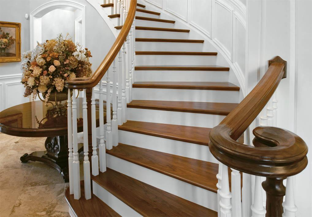 Лестница с балясинами в классическом стиле