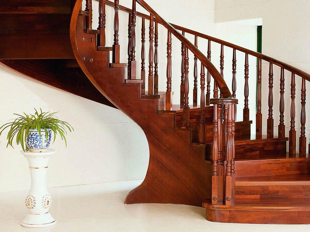 Лестница из массива древесины