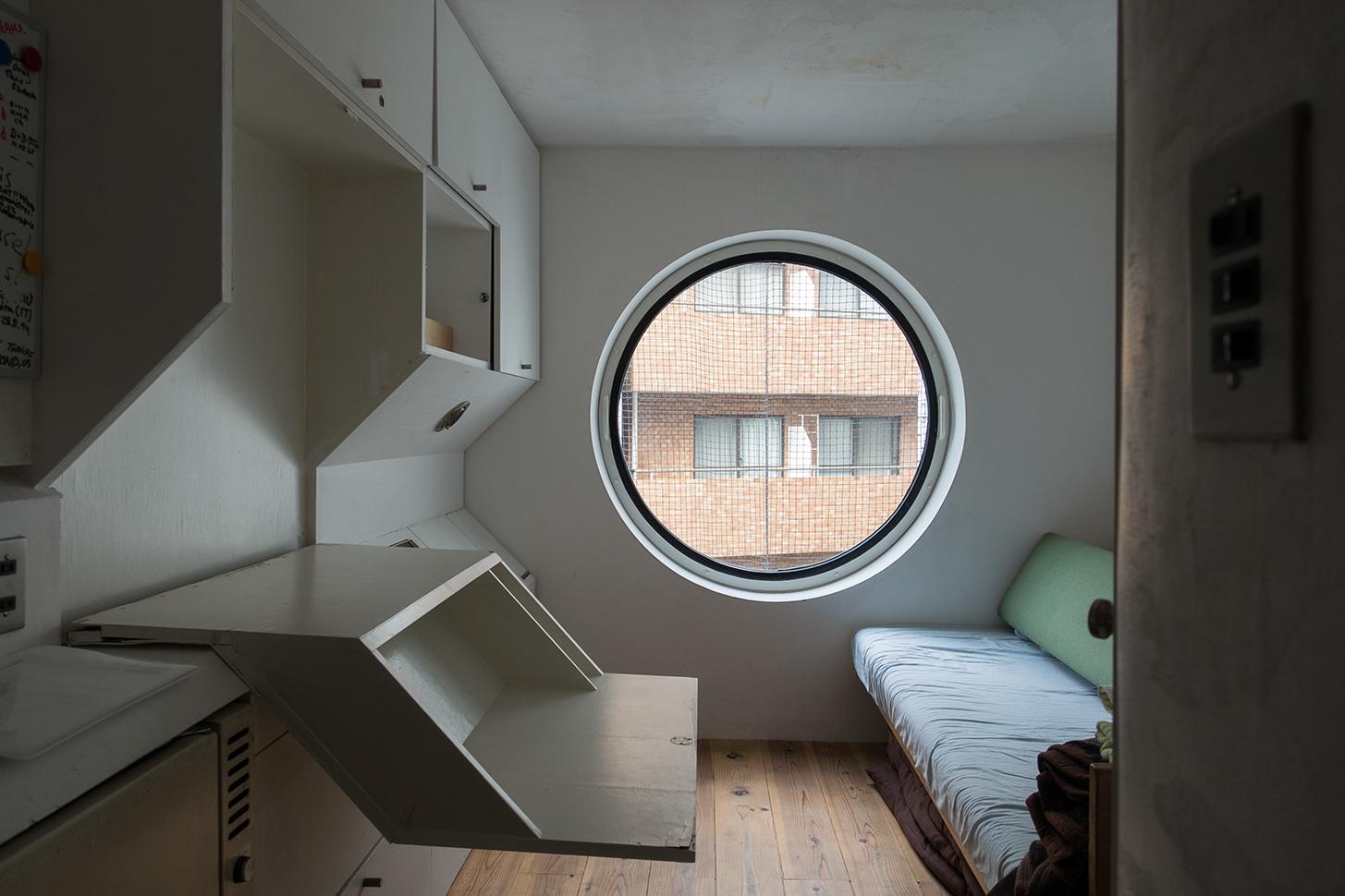 Вперед в будущее! Обзор капсульного дома изнутри