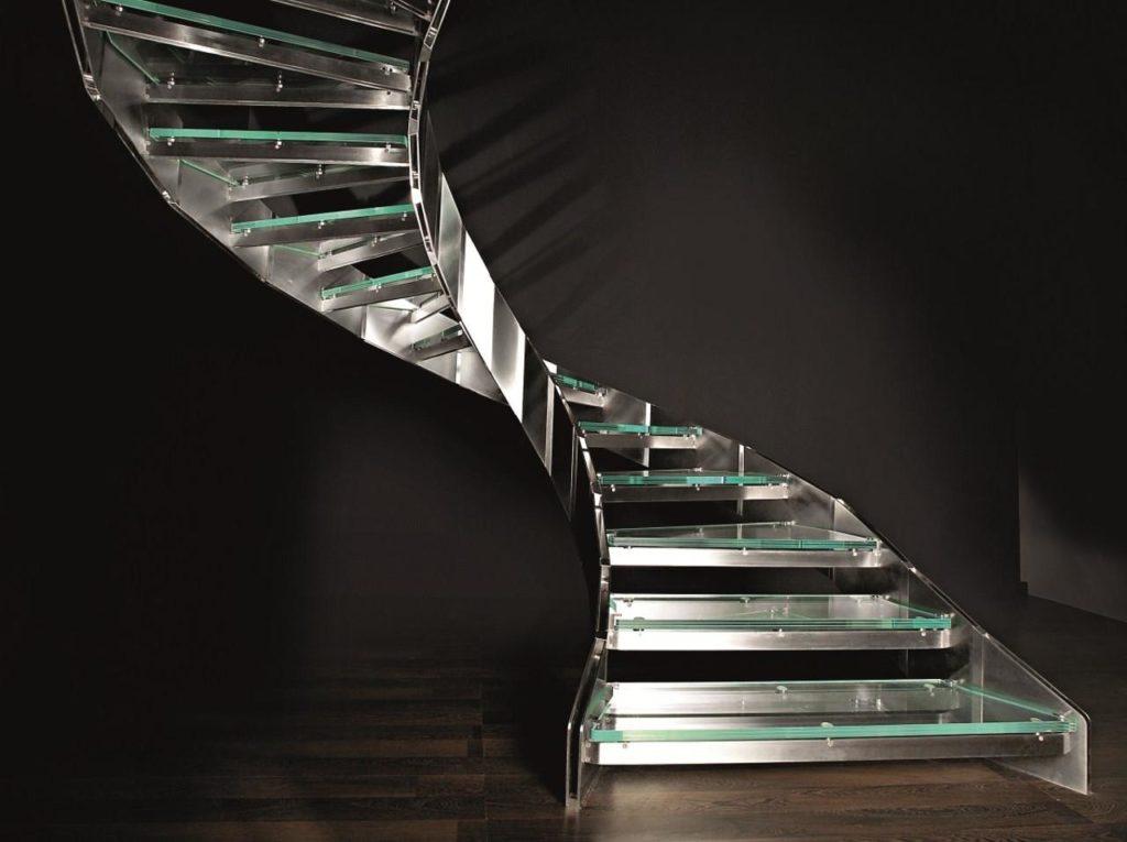 Радиальная лестница на тетивах из нержавейки