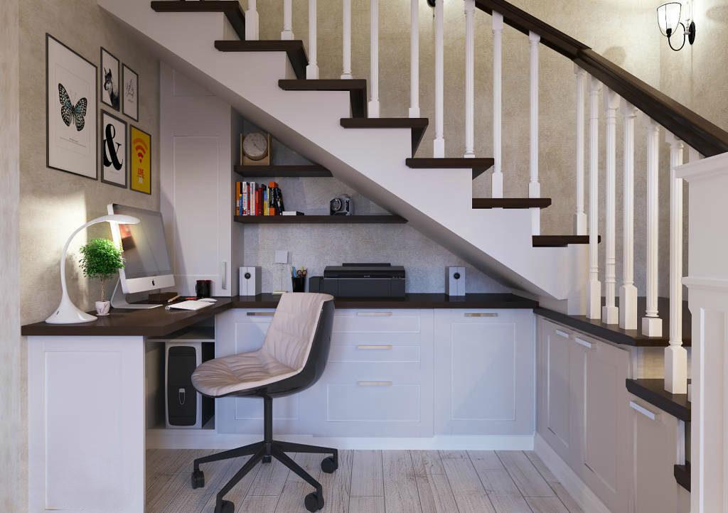 Рабочий кабинет под лестницей в гостиной