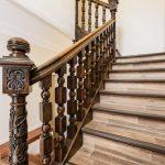 Как самостоятельно установить балясины на лестницу: способы крепления и особенности монтажа