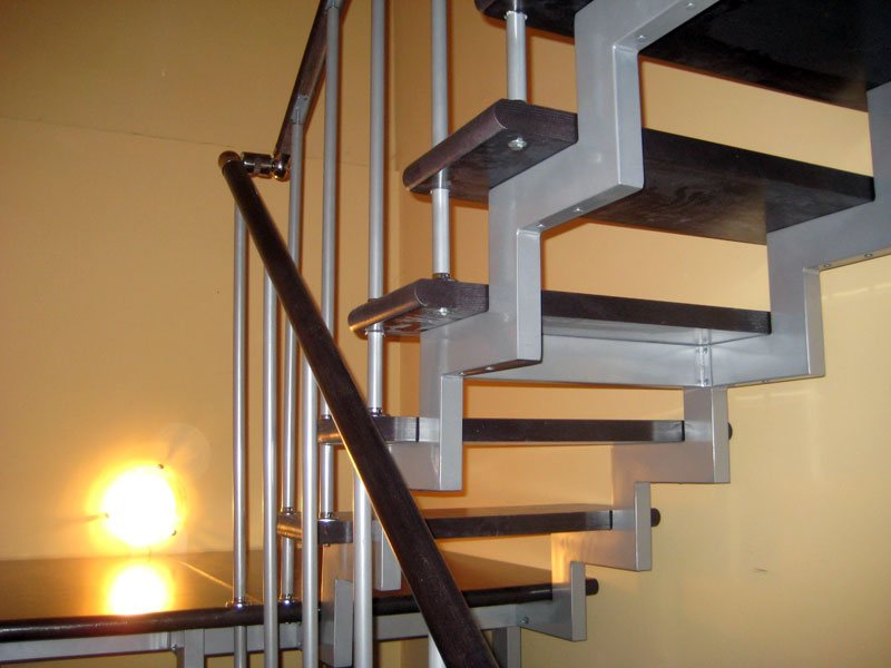 Лестница из профильных труб