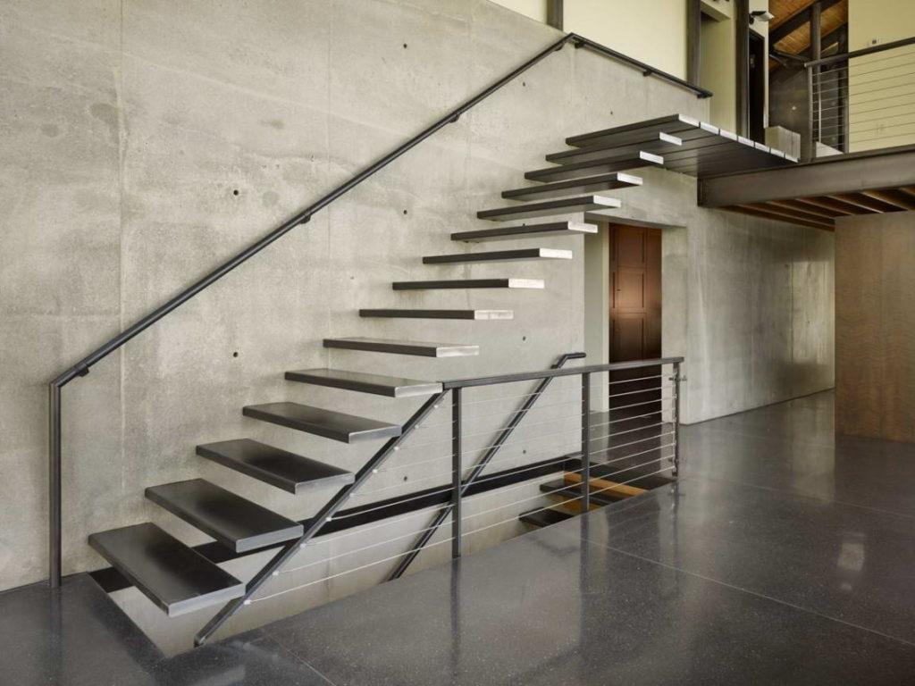 Консольная лестница из стали