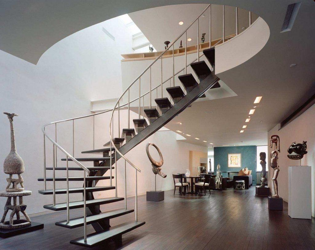 Поворотная лестница на профильной трубе