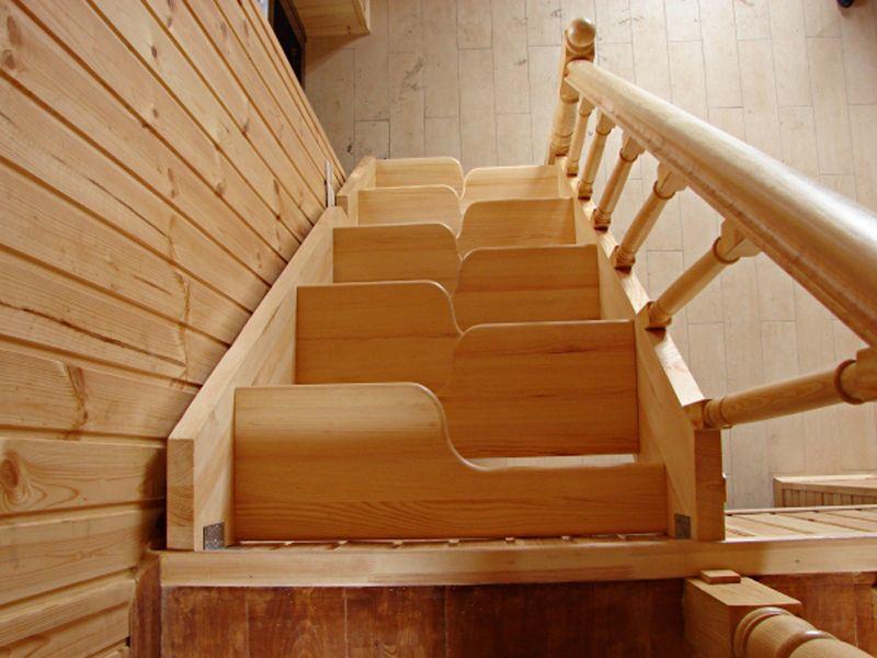 Лестница со ступенями гусиный шаг