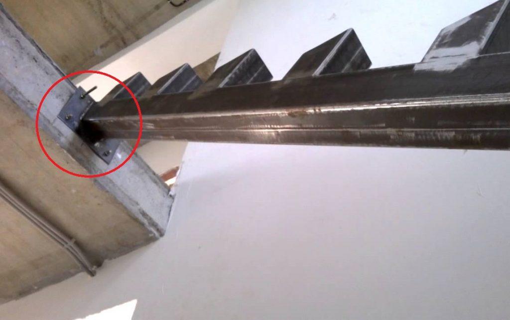 Лестница на профильной трубе своими руками
