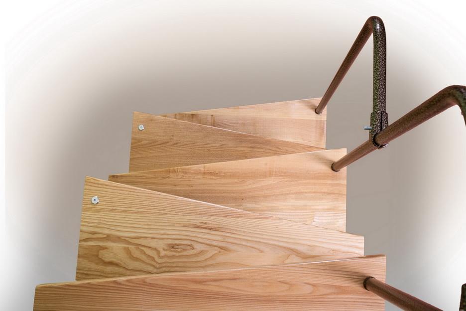 Лестница с клиновидными ступенями гусиный шаг