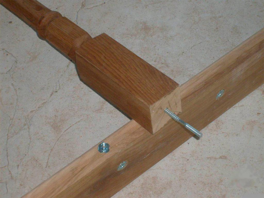 Крепление балясин при помощи шпилек