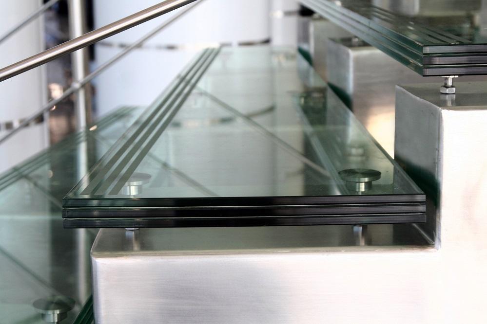 Ступени лестницы из триплекса