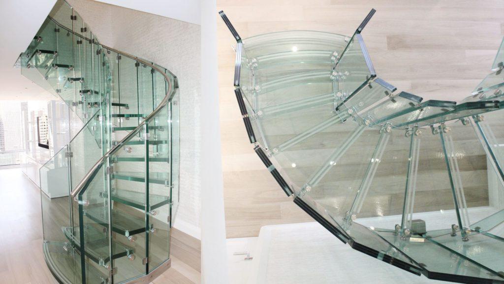Спиралевидная стеклянная лестница