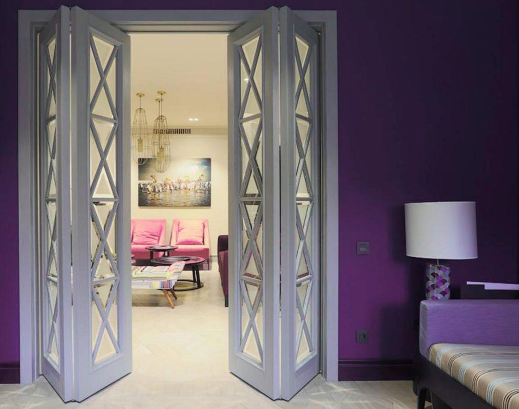 Складные двустворчатые межкомнатные двери