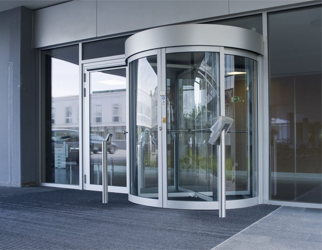 Револьверные алюминиевые двери
