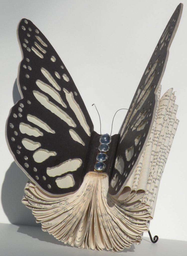бабочка из книжной бумаги