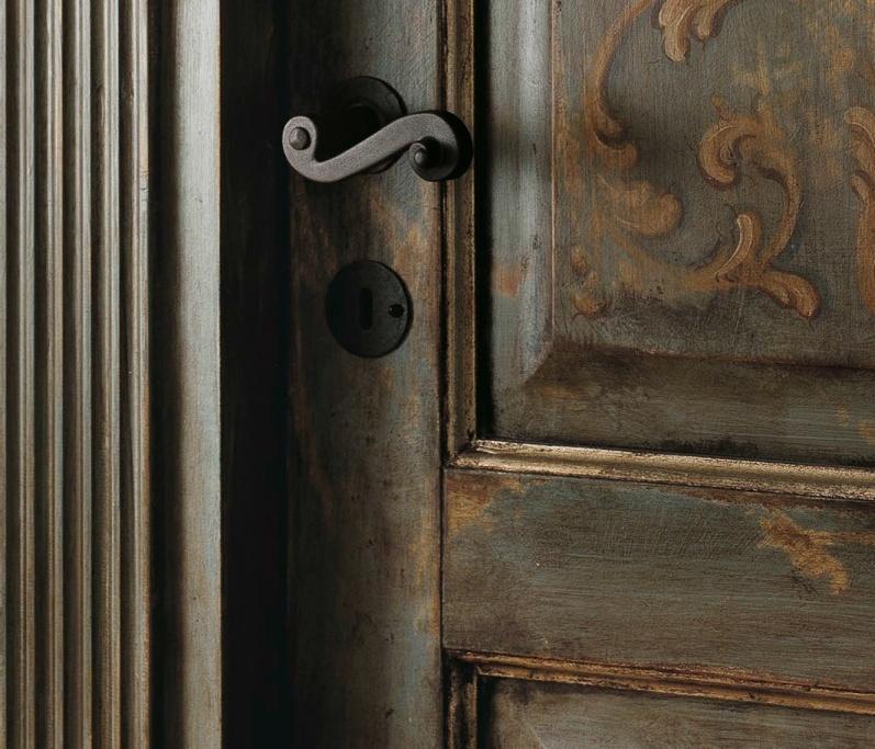 Старая межкомнатная дверь