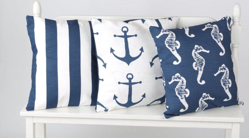 полосатые подушки