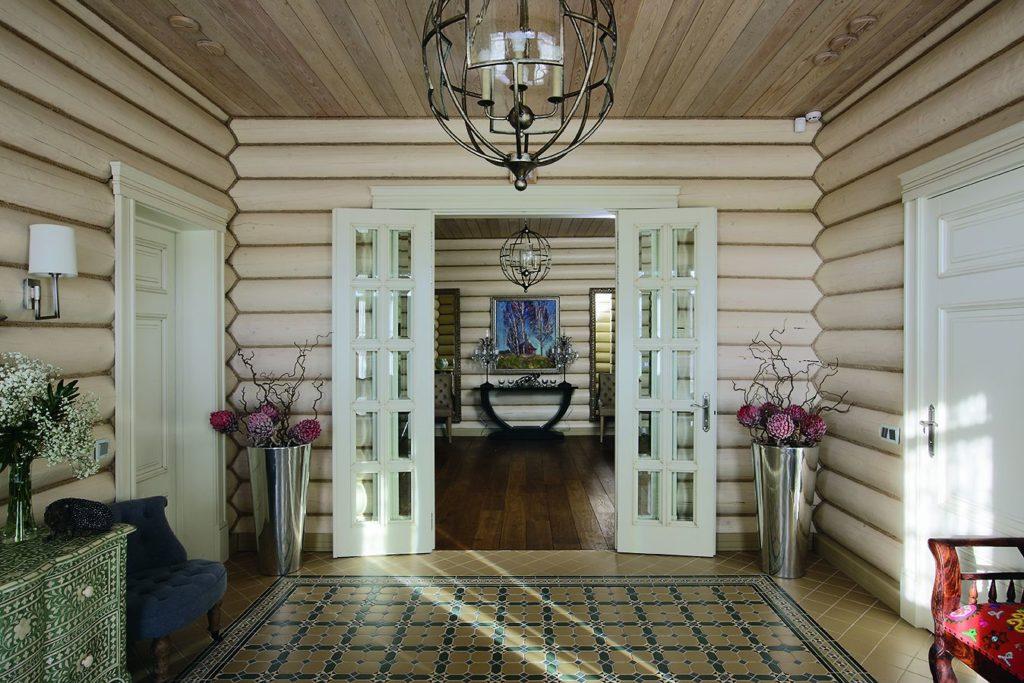 Двустворчатые межкомнатные двери в деревянном доме
