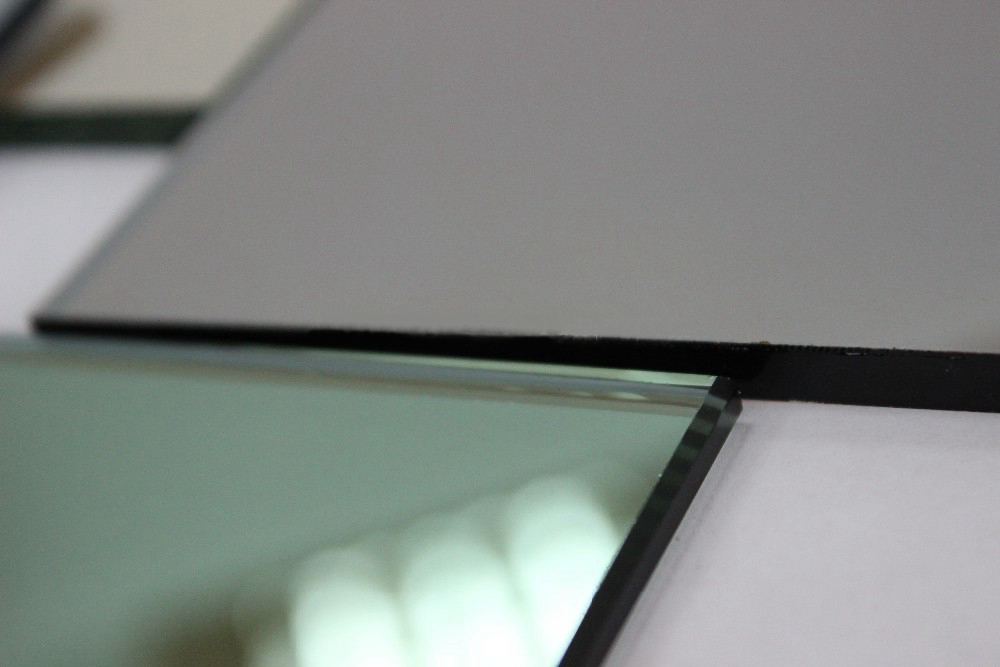 Отражающее стекло
