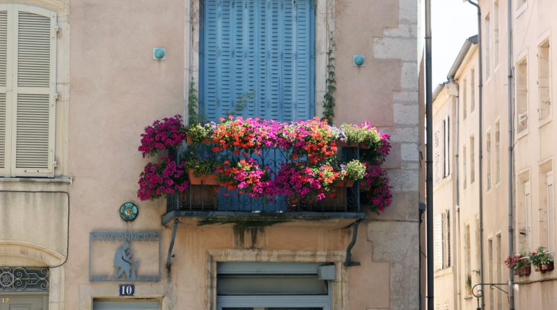 декорированный балкон
