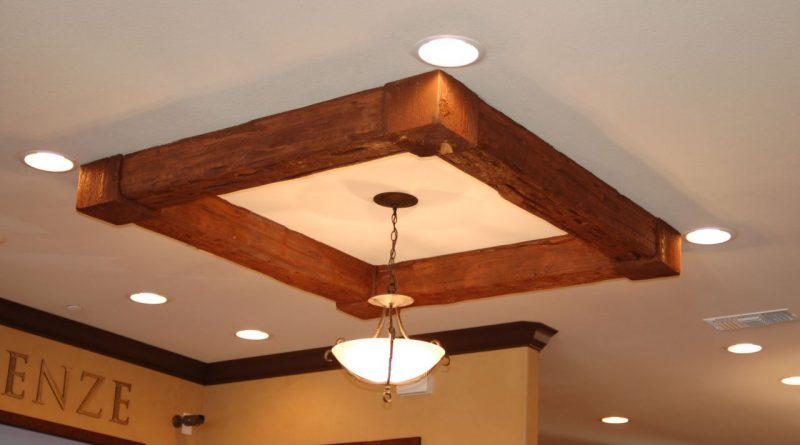 Лампа на потолке