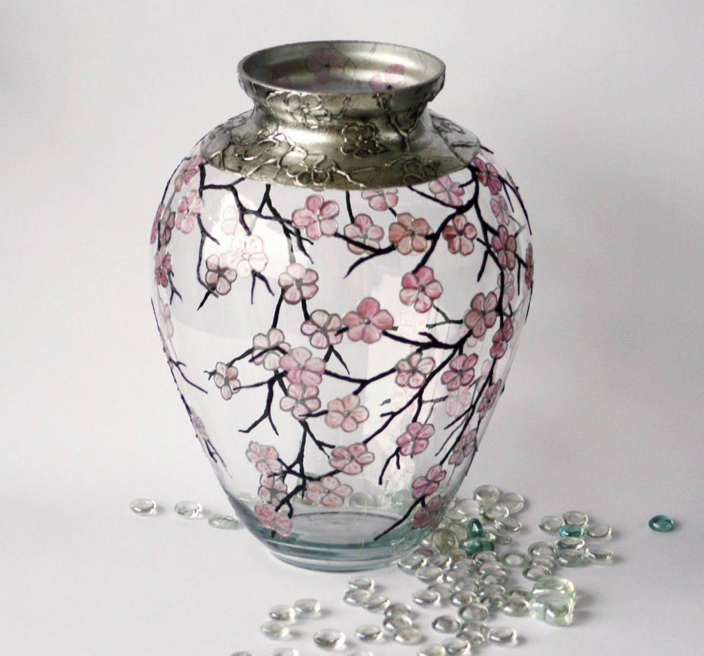 декорированная ваза