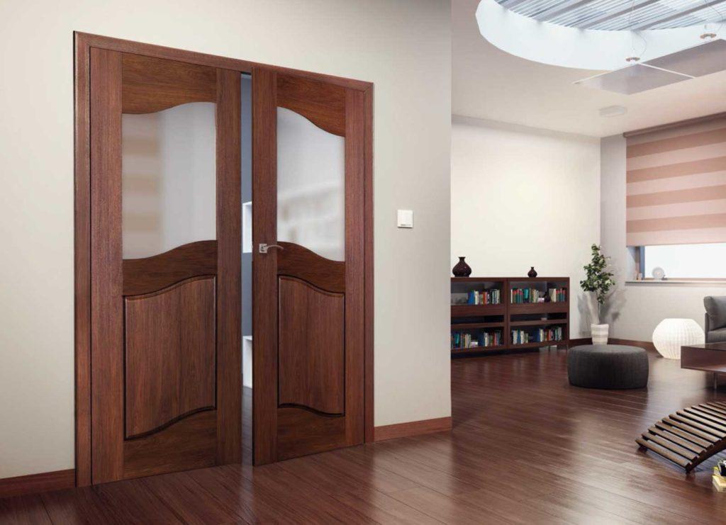 Двойные межкомнатные двери из массива дерева
