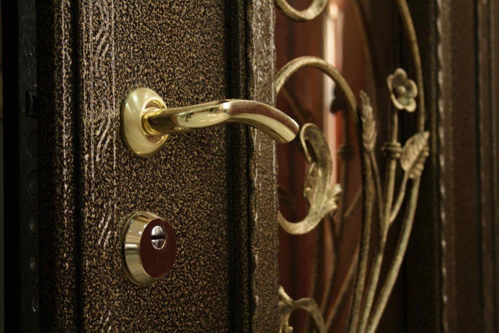 Металлическая дверь со стеклом