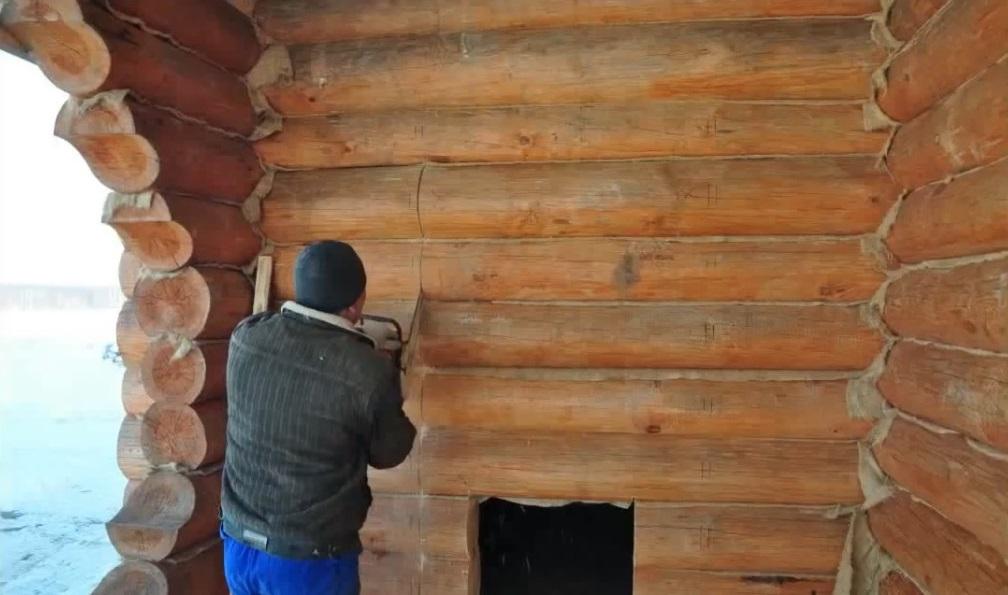 Как вырезать дверной проем в срубе