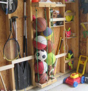игрушки в кладовке