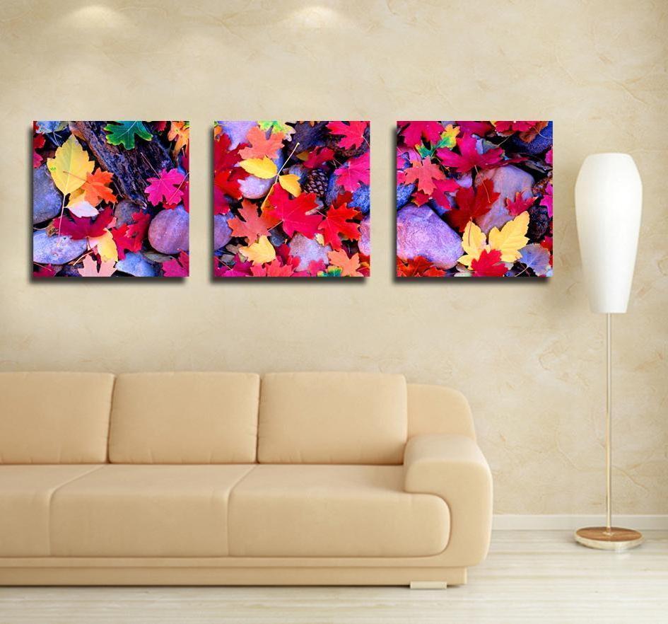 три картины на стене