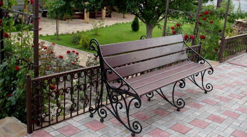 темная скамейка