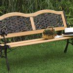 скамейка в саду