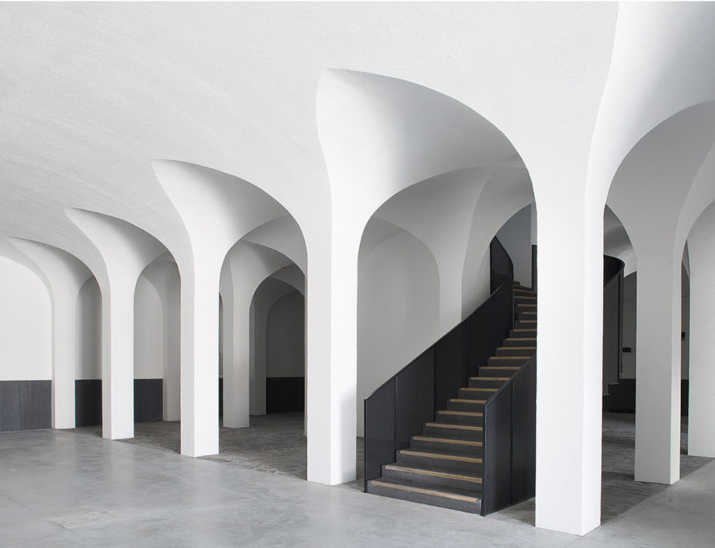 Архитектор из Франции преобразовал винодельню в современный отель