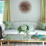 Дизайнерские приемы для оформления стены над диваном в гостиной