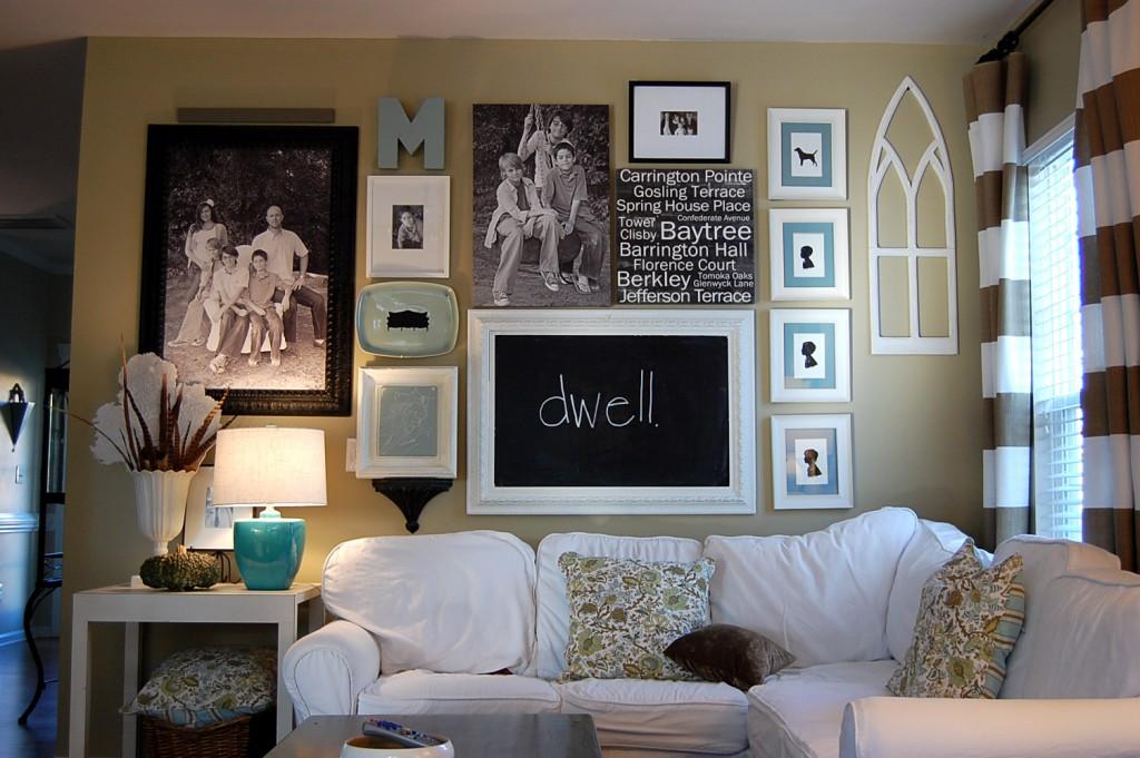 Фото в гостиной на стене