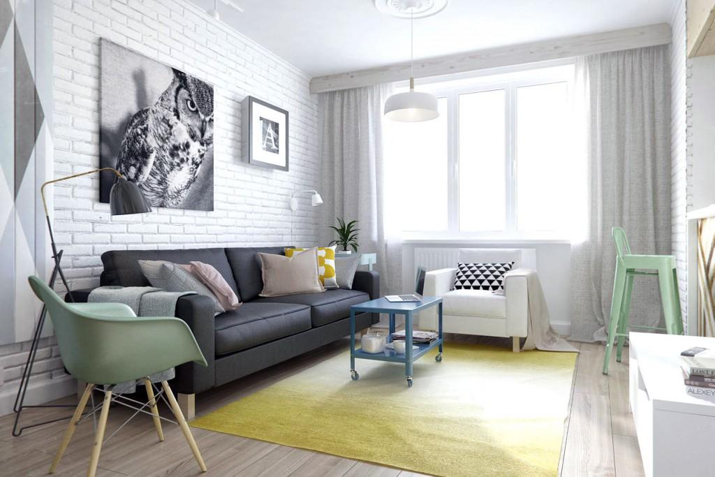 Кирпичная стена и фото над диваном