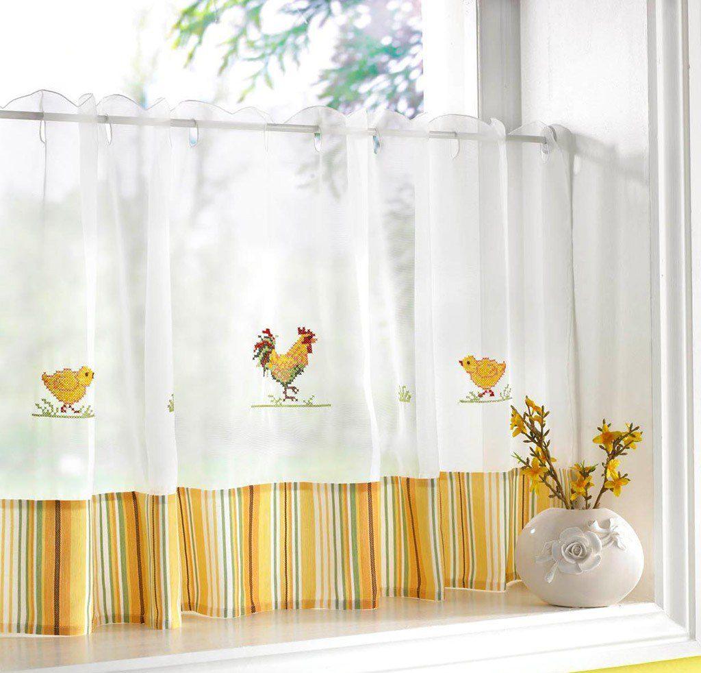 занавески на окне