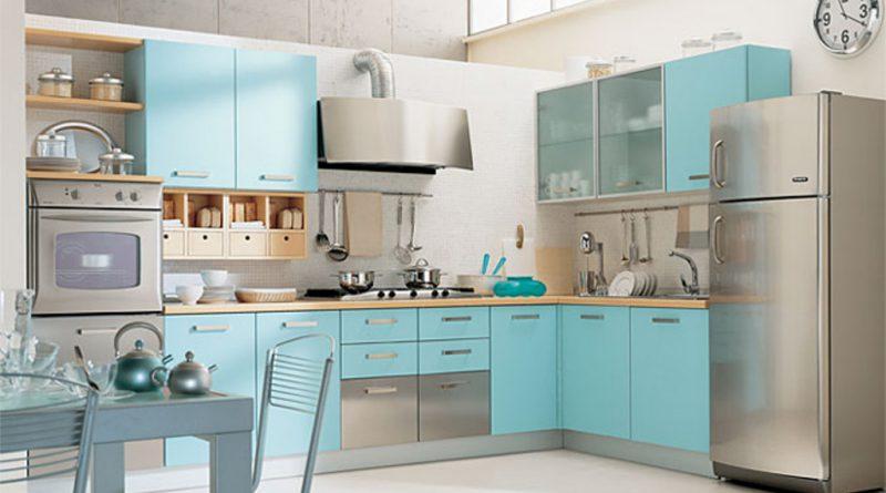кухонная мебель и холодильник