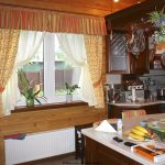 Декорирование окон на кухне: 6 вариантов оформления