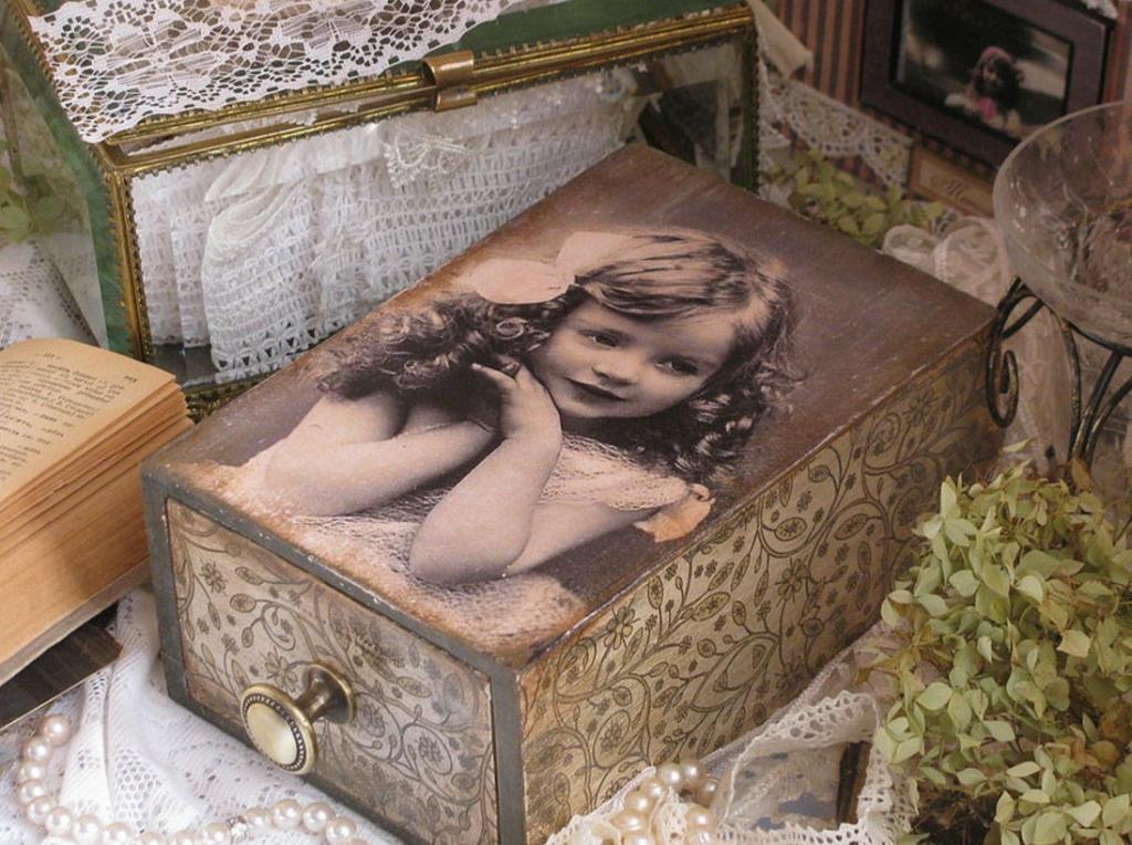 Декупаж деревянной шкатулки при помощи фотографии