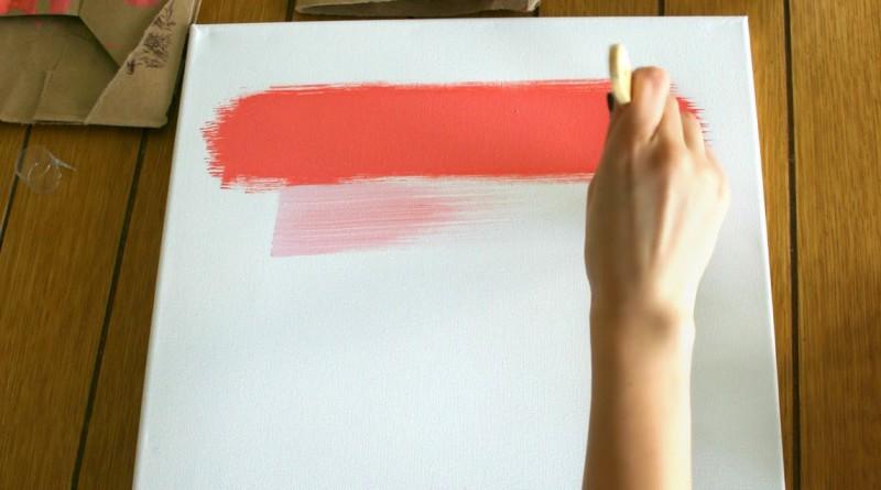 Смешивание и базовых цветов краски.