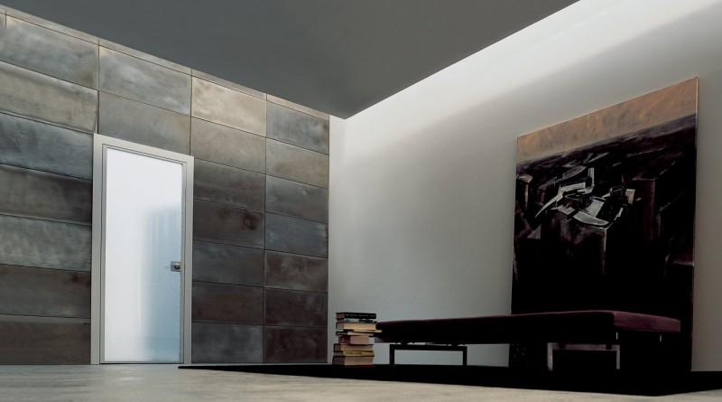 Стеклянная дверь в интерьере ванной