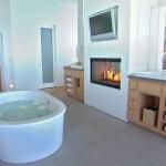 Камин в дизайне интерьера ванной комнаты