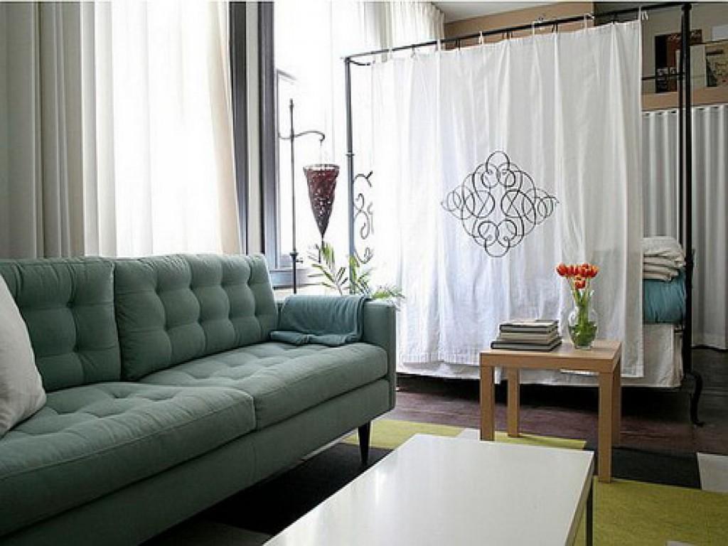 Квартира студия зонированая ширмой