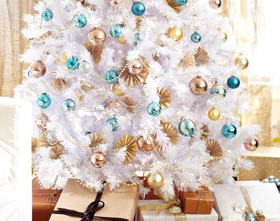 Как украсить белую елку в 2019 году