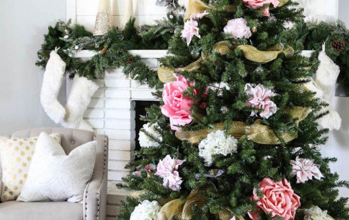 Как украсить елку цветами